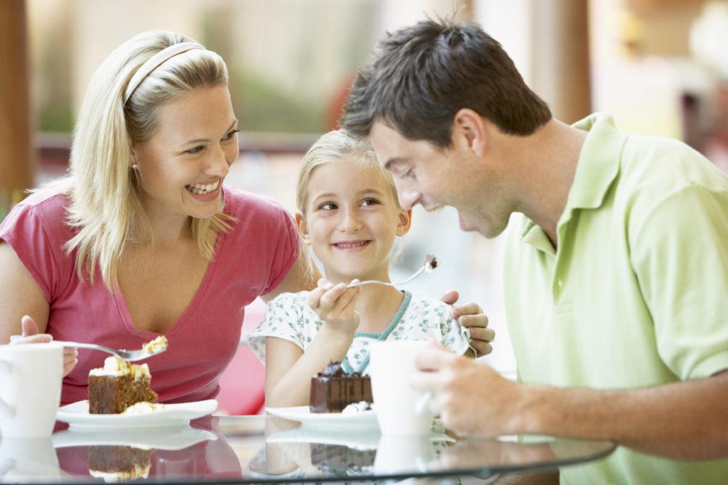 Family_Eating_12964008-1024x683